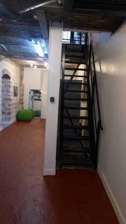 bureau partagé à l'entresol - style loft industriel